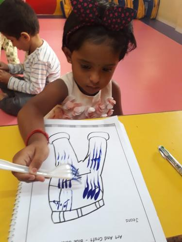 Fork dabbing activity of playgroup (4)